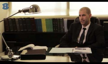 """עו""""ד אלון ארז – עורך דין פלילי"""